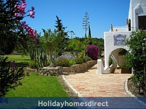 Beautiful Apartments With Heated Pool,quiet Countryside Close To Lagos And Beach.: Walkway to the pool