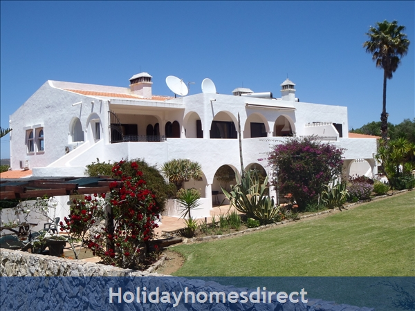 Beautiful Apartments With Heated Pool,quiet Countryside Close To Lagos And Beach.: Pool and garden