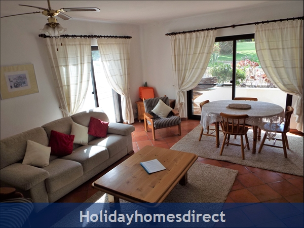 Beautiful Apartments With Heated Pool,quiet Countryside Close To Lagos And Beach.: Living/dining area