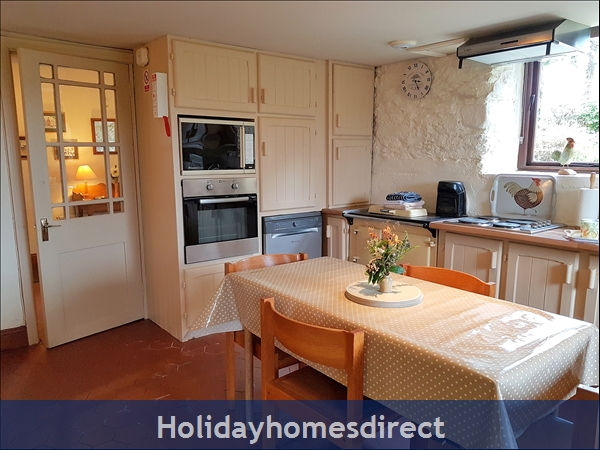 Granary Cottage .. Lots Of Character, Peace And Quiet And All The Mod Cons !: Kitchen and door to the Hallway