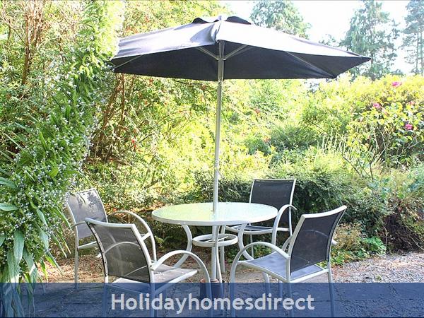 Pretty gardens, BBQ and sunny patio
