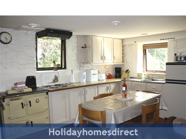 Granary Cottage .. Lots Of Character, Peace And Quiet And All The Mod Cons !: Traditional style kitchen in Granary Cottage