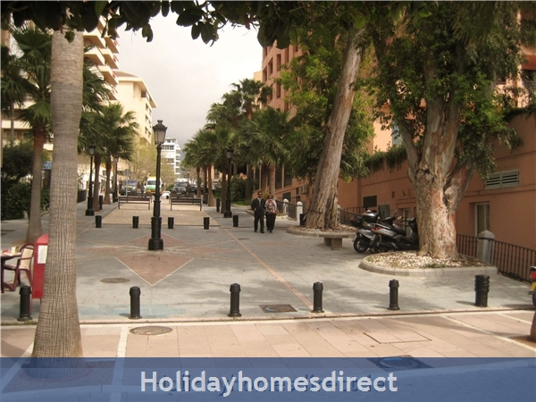 Marbella - Old Town Top Floor  Affordable Luxury Studio .free Wifi. Stunning Sea-views, Just  2 Mins. Walk To Old Town Or The Beach: distance from apartment  to beach