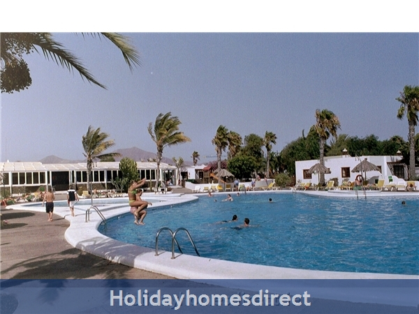 Las Brisas Villa With Gorgeous Shared Pool, Playa Blanca: Pool bar