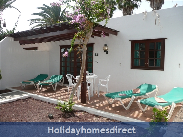 Las Brisas Villa With Gorgeous Shared Pool, Playa Blanca: Terrace with sunbeds