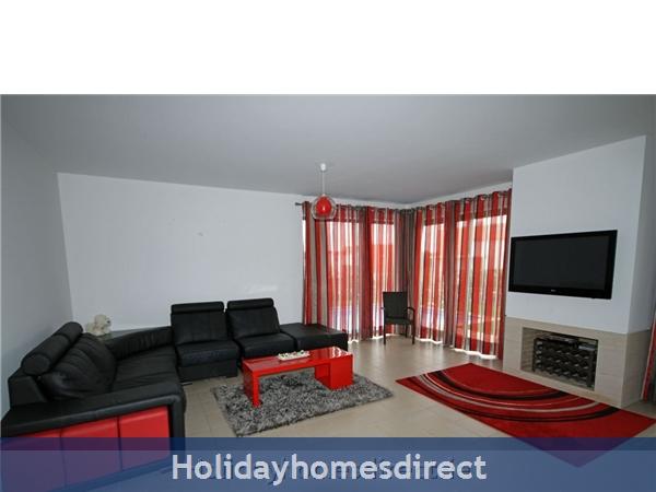 Vista Da Lagoa, Obidos , Silver Coast: Open plan living area - comfortable sofa.