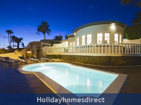 Villa El Sueno With Panoramic Sea Views & Private Heated Pool, Puerto Del Carmen Old Town, Lanzarote: El Sueno