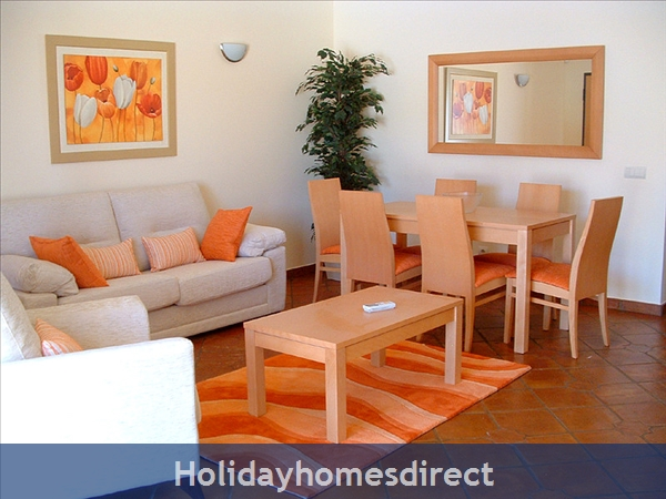 Domus Iberica Casa 2. Burgau.  With Private Pool, Sea View And Walk To The Beach !: Delightful lounge/dining area