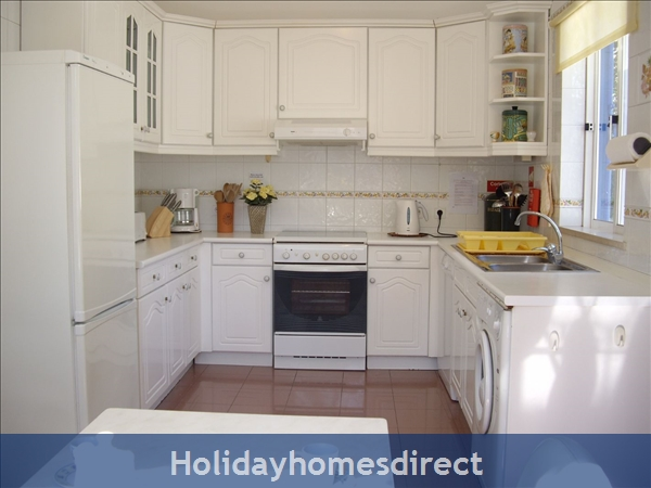 Casa Romantica Near Albufeira With Private Heatable Pool And Free Wireless Internet: Kitchen with air-con