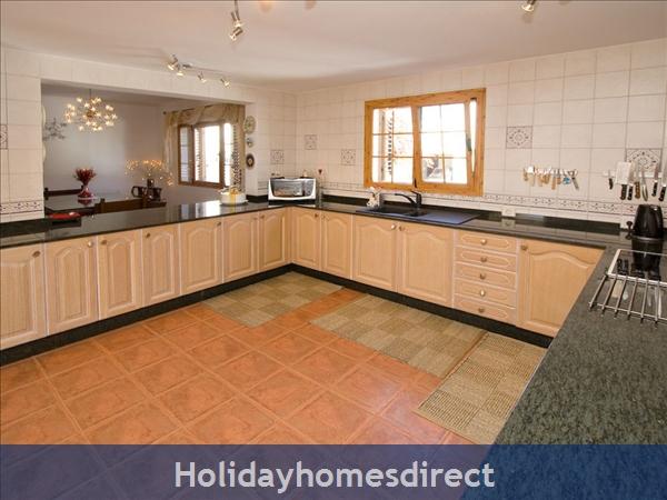 Villa Lea: Kitchen