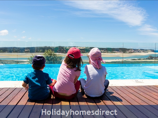 Large Luxury Silver Coast Villa, Free Pool Heating, Family Friendly, Portugal