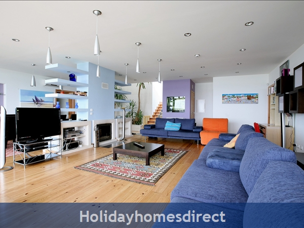 Large Luxury Silver Coast Villa, Free Pool Heating, Family Friendly: Interior garden, fireplace, built-in-fish-tank