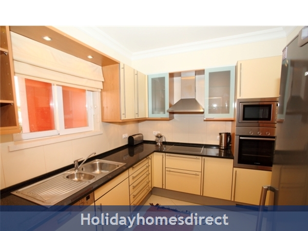 A Stunning, Modern Ground Floor 2 Bedroom Apartment Located On The Exclusive Victoria Boulevard In Vilamoura. (207/112/al): Kitchen