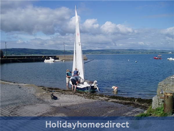 Ballinacourty Thatch Cottage: Sailing at Ballinacourty  Pier