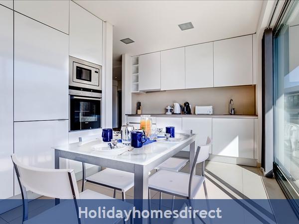 Stunning 1 Bedroom Apartment (303b) Located Cavalo Preto Beach Nr Restaurants, Bars, Golf Courses, Water Parks Of Quarteira & Vilamoura.: Kitchen