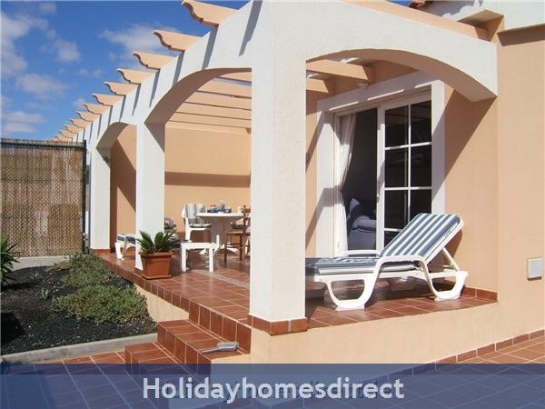Casa Ellay: Front patio