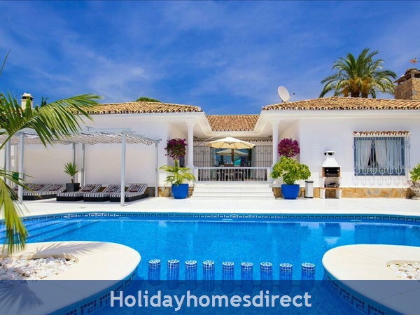 PALM VILLA TOTS SAFE VILLA IN EL PARAISO + 4 BED+ 3 BATH+ PLAY AREA+ HEATED POOL + PADDLE POOL- CLOSE TO ALL AMENTIES NO CAR NEEDED- credit cards ok