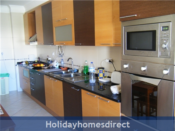 Ma Parthilia Alvor 3 Bedroom Apartment: Kitchen