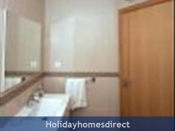 Casa Cillian, Monte  Dourado, Carvoeiro: Ensuite bathroom (photo 2 of 2)
