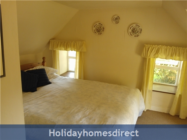 Catherdaniel Charming Holiday Cottage: Master Bedroom