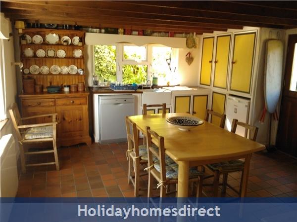 Catherdaniel Kerry Charming Holiday Cottage: Cottage Kitchen