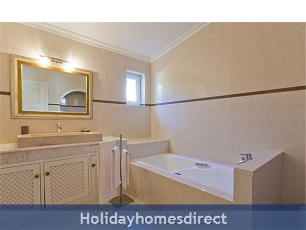 Villa Pineiros Albufeira Private Villa With Pool: Bathroom