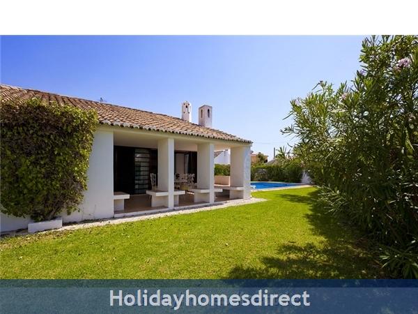 Villa Avril Albufeira Private Villa With Pool: Garden area
