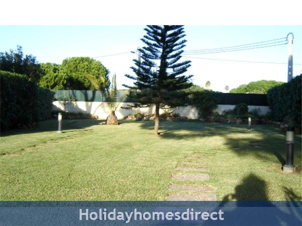Villa Falima Vilamoura Private Villa With Pool: Garden area