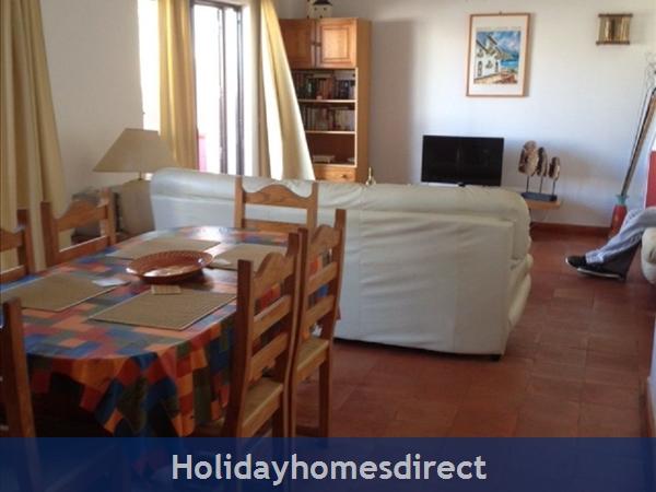 Aldeia Da Torre -3 Bedroom Villa - Olhos D'agua - Albufeira: Living/Dining room