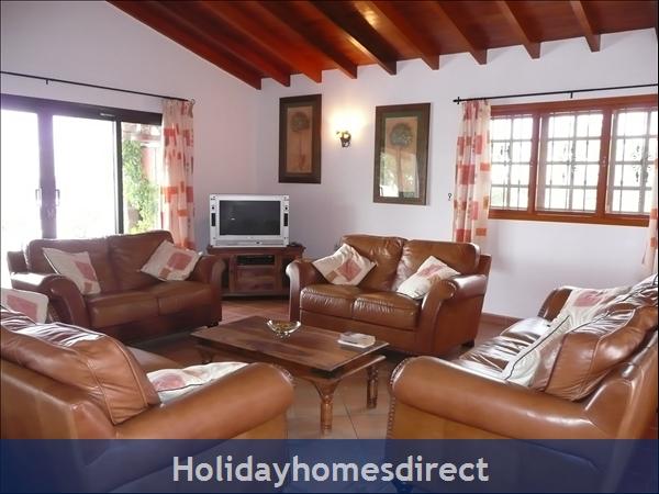 Casa Cielo With Private Pool, Puerto Del Carmen, Lanzarote: Lounge