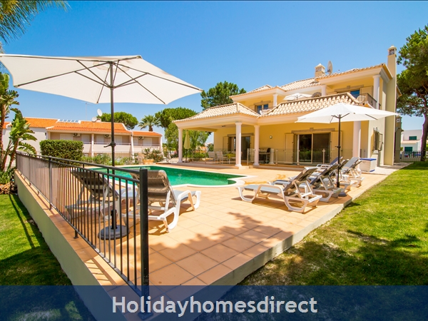 Detached Villa Vilamoura Marina, With Heated Pool In A Great Location *early Bird 10% Off Booking Rates Plus Free Airport Transfers And Pool Heating*: Pool Area