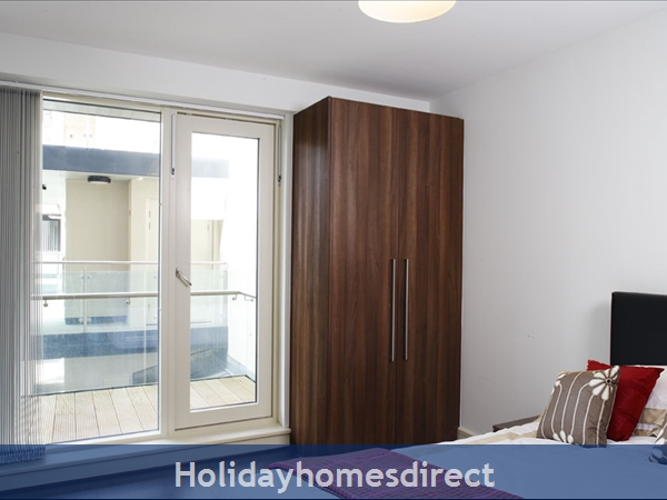 Apt 11 Pavillion View, Beautiful Residential Area, 5  Minutes From City Centre!: Bedroom