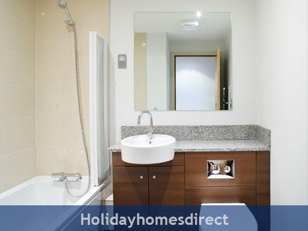 Apt 14 Pavilion View, Beautiful Residential Area, 5 Minutes From City Centre!: Bathroom