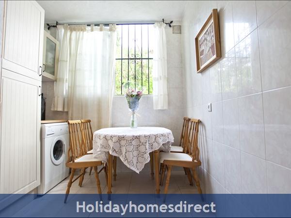 Pueblo Andaluz: Kitchen dinning table
