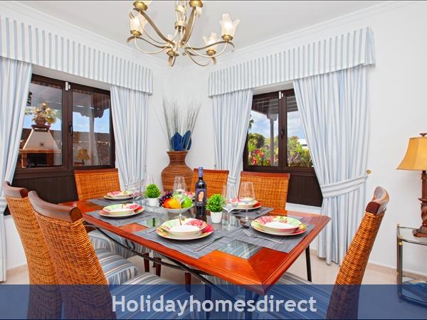 Villa Montaña  With Private Pool, Puerto Del Carmen, Lanzarote: Dining room