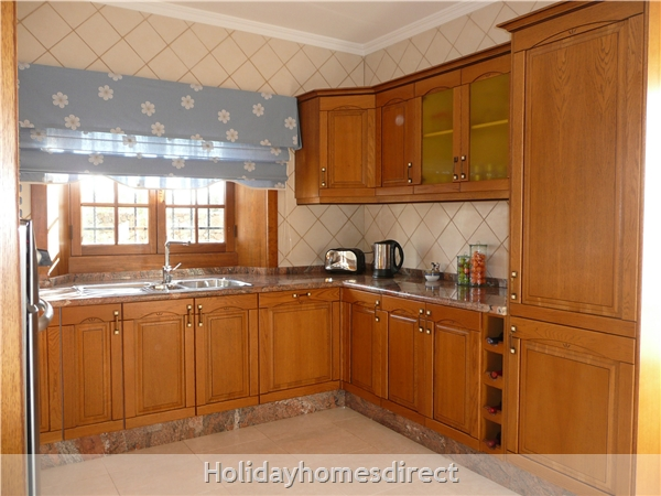Villa Montaña  With Private Pool, Puerto Del Carmen, Lanzarote: Kitchen