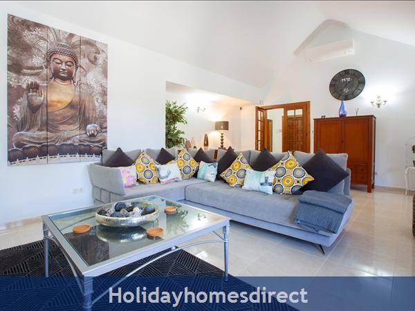Villa Montaña  With Private Pool, Puerto Del Carmen, Lanzarote: Lounge towards the hall