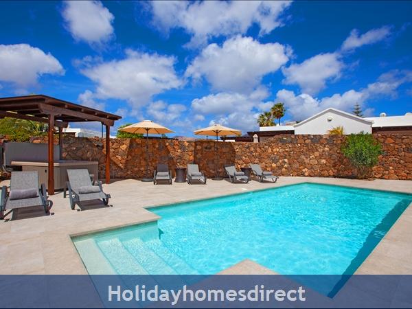 Villa Montaña  With Private Pool, Puerto Del Carmen, Lanzarote: Pool