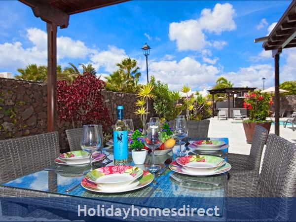 Villa Montaña  With Private Pool, Puerto Del Carmen, Lanzarote: Lounge with door to terrace
