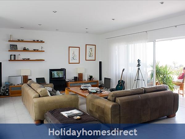 Buena Vida With Private Pool, Puerto Calero, Lanzarote: Main lounge