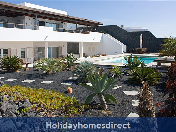 Buena Vida with private pool, Puerto Calero, Lanzarote