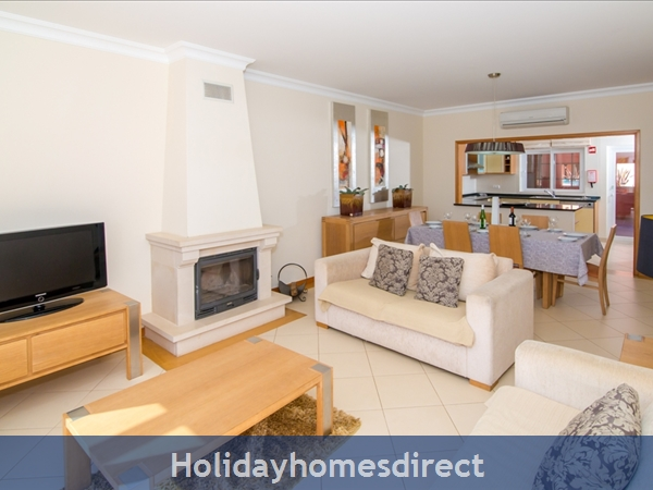 Victoria Boulvard Superb 3 Bedr Duplex Terrace Townhouse & Shared Pool 10 Mins Drive Vilamoura Marina & Local Amenities & Falesia Beach (114/12/al): Image 10