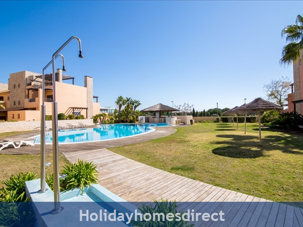 Victoria Boulvard Superb 3 Bedr Duplex Terrace Townhouse & Shared Pool 10 Mins Drive Vilamoura Marina & Local Amenities & Falesia Beach (114/12/al): Image 8
