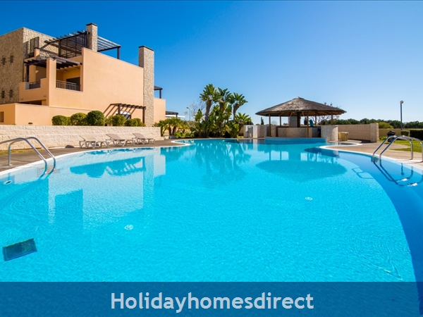 Victoria Boulvard Superb 3 Bedr Duplex Terrace Townhouse & Shared Pool 10 Mins Drive Vilamoura Marina & Local Amenities & Falesia Beach (114/12/al): Image 5