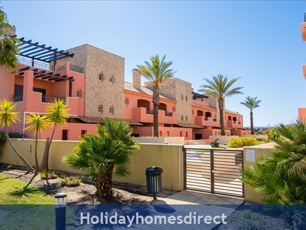 Victoria Boulvard Superb 3 Bedr Duplex Terrace Townhouse & Shared Pool 10 Mins Drive Vilamoura Marina & Local Amenities & Falesia Beach (114/12/al): Image 2