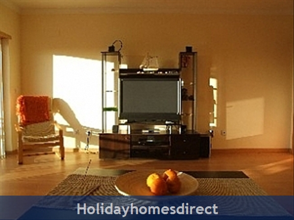 Spacious 3 Bed Alvor Apartment Alvor Apartment With Wifi, Aircon, Smart 50: Flatscreen TV and Internet access.