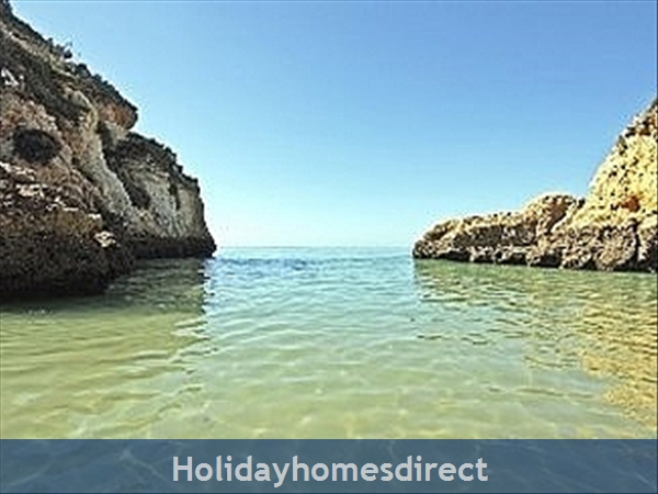 Spacious 3 bed Alvor Apartment ALVOR APARTMENT WITH WIFI, AIRCON, SMART 50