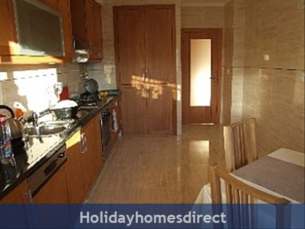 Spacious 3 Bed Alvor Apartment Alvor Apartment With Wifi, Aircon, Smart 50: fully equiped modern kitchen