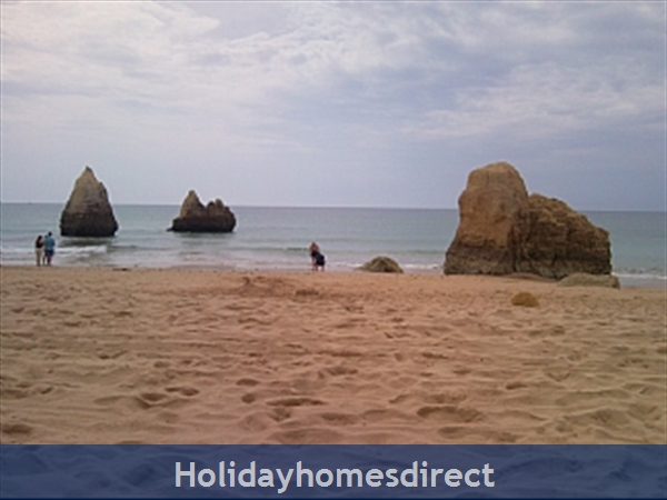 Spacious 3 Bed Alvor Apartment Alvor Apartment With Wifi, Aircon, Smart 50: TV, WIFI, DVD.