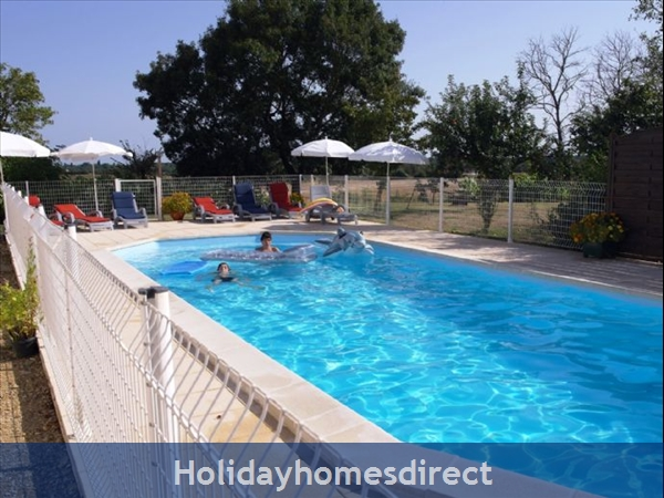 Puce Gite: Heated pool